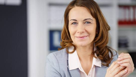 Portion of women in management scarcely improves in decade